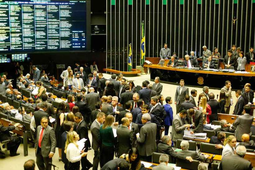 Senado aprova anistia a partidos que não investiram em participação feminina