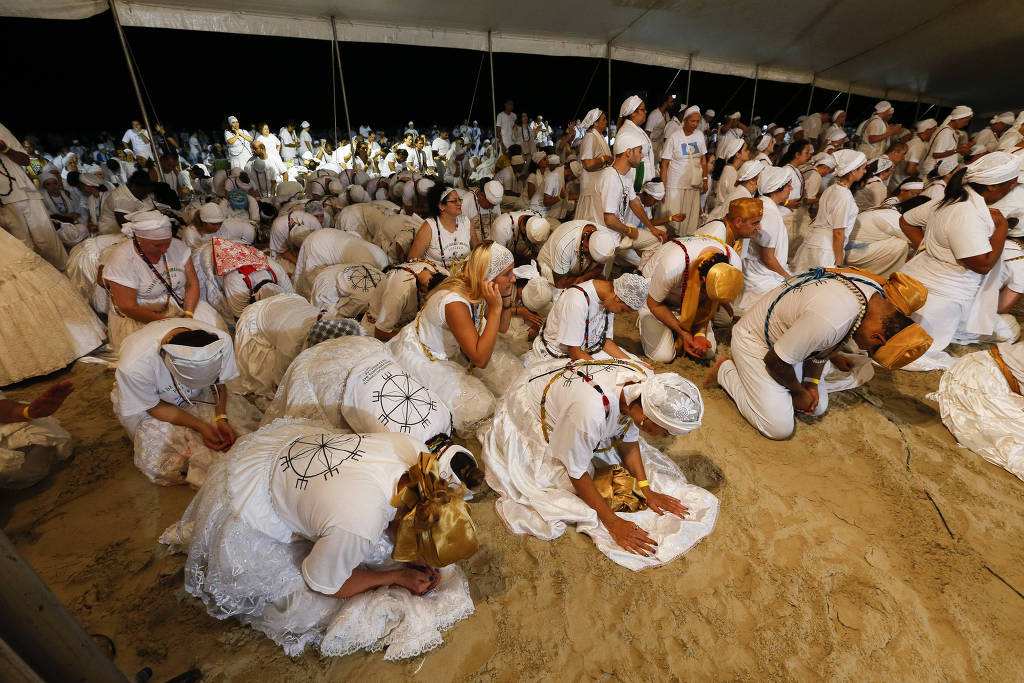 Adeptos da Umbanda festejam a Iemanjá, em Praia Grande, litoral sul de São Paulo - Moacyr Lopes Junior:Folhapress