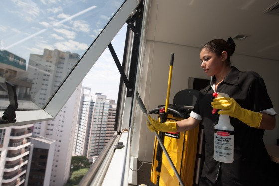 Trabalho doméstico volta a crescer em SP; diaristas agora são maioria