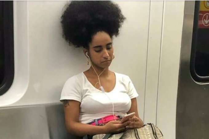 Figurinista é vítima de ataque racial por ter cabelo black power