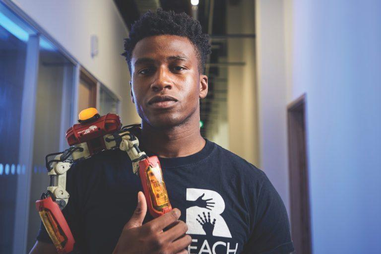 Silas Adekunle, o nigeriano engenheiro de robótica mais bem pago do mundo