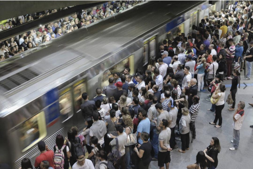 Seguranças do Metrô agridem rapaz negro na estação Vila Madalena