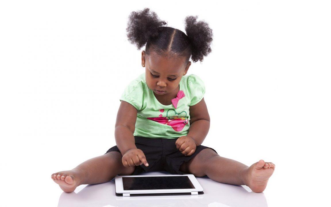 O que é a geração alfa, a 1ª a ser 100% digital