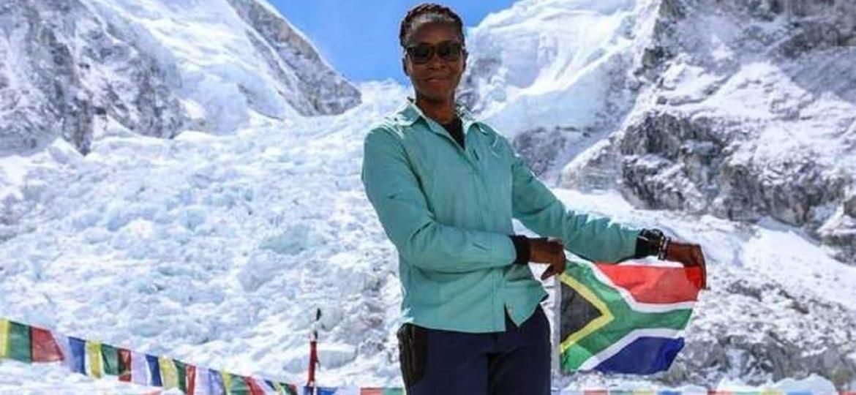 Saray Khumalo, sul-africana, se torna 1ª mulher negra da África a escalar o Monte Everest