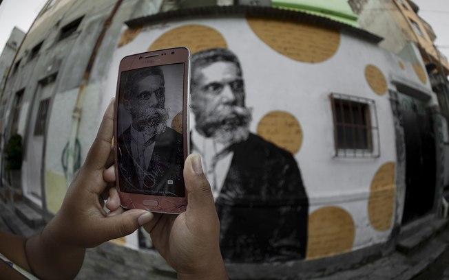 Machado de Assis chega aos 180 anos, e jovens o descobrem negro e do morro