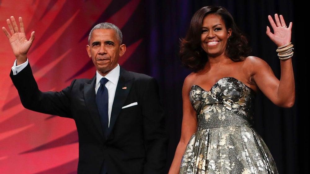 Casal Obama assina acordo para produzir podcasts para o Spotify