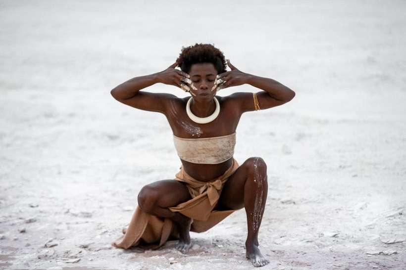 Nãnan Matos, mulher negra, caracterizada para a sua apresentação