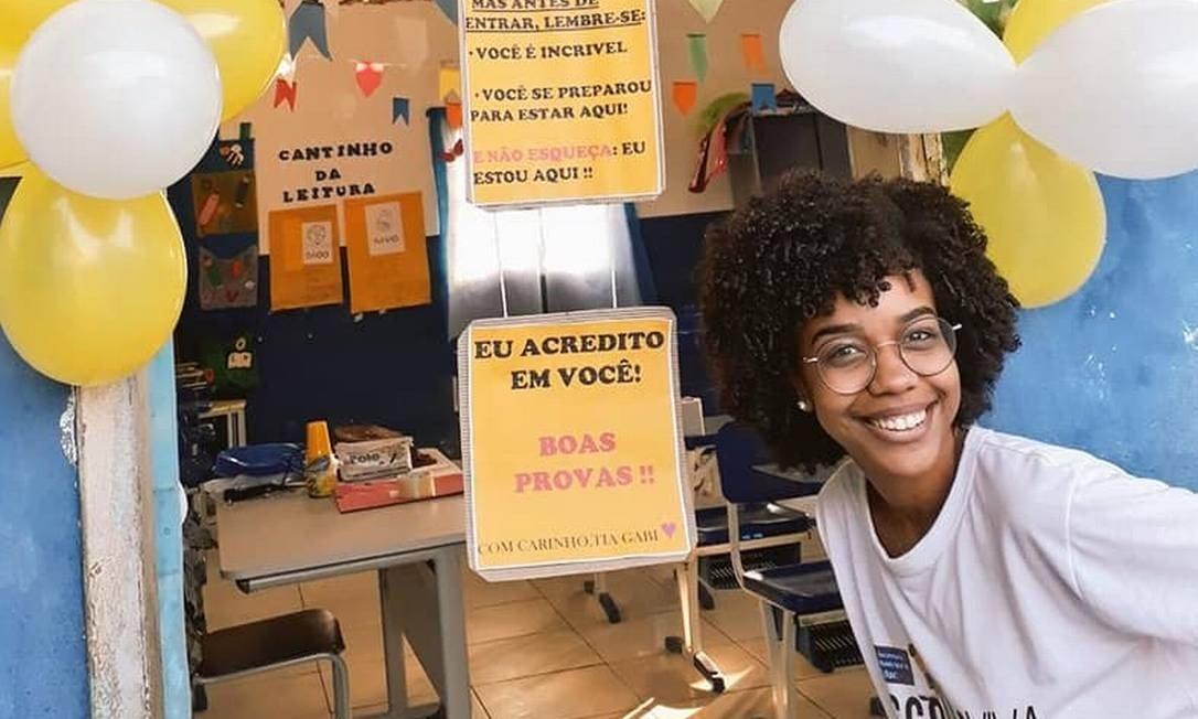 A professora, de 22 anos, acalmou os alunos antes da prova com uma surpresa Foto- Arquivo pessoal - O Globo