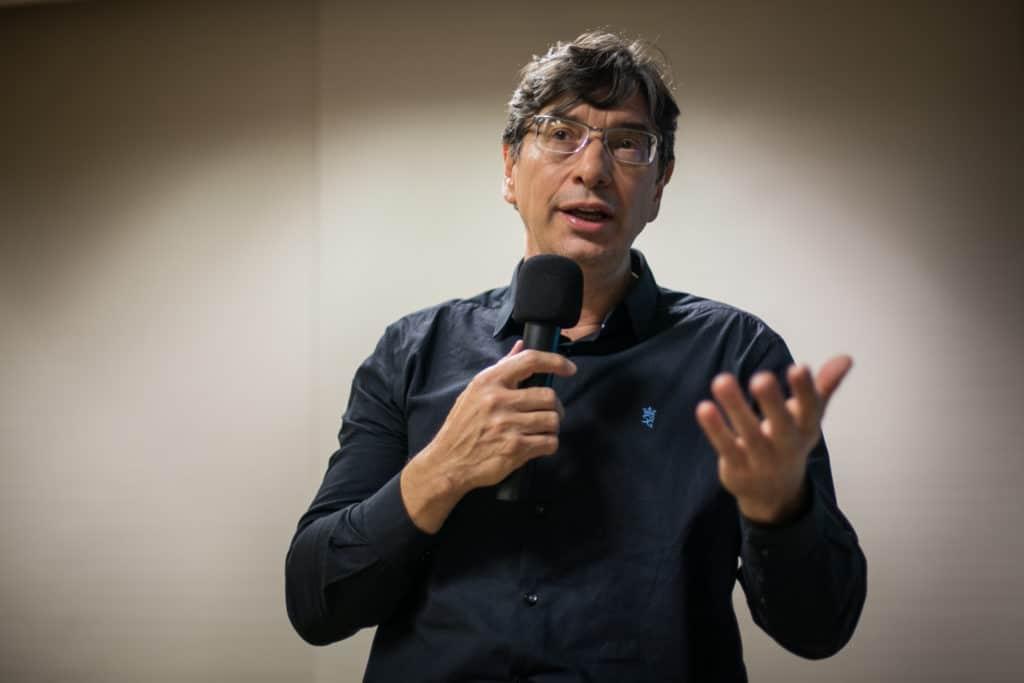 """Marcio Pochmann participou do seminário """"Os Desafios de uma Gestão de Esquerda em meio à crise Democrática"""", em Porto Alegre. (Foto: Luiza Castro/Sul21)"""