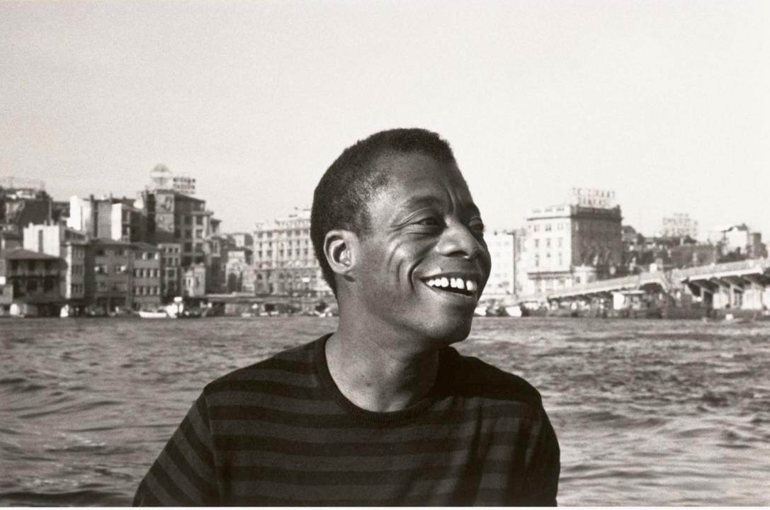 James Baldwin em Istambul, na Turquia. (Foto- Sedat Pakay, 1965, Coleção do Museu Nacional de História e Cultura Afro-Americana dos EUA)
