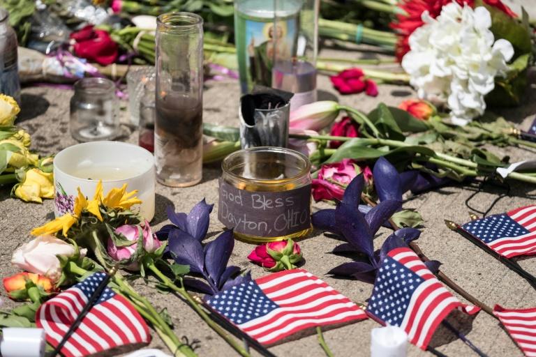 Memorial improvisado em Dayton, Ohio, para lembrar as vítimas do massacre do fim de semana - AFP:Arquivos