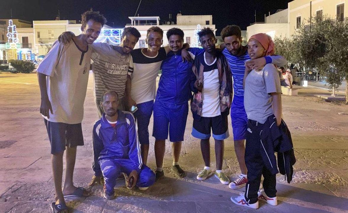 Imigrantes que estavam a bordo do 'Open Arms'.LORENA PACHO LORENA PACHO