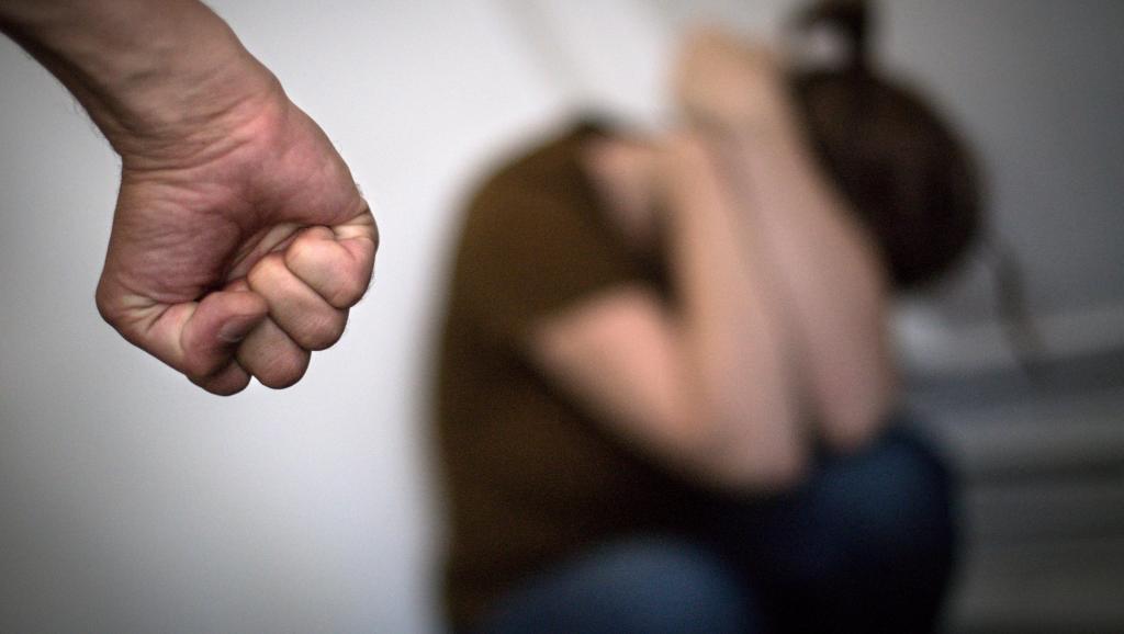 A cada ano, cerca de 200 mil mulheres são vítimas de agressões e desde janeiro de 2019, mais de 100 feminicídios já foram registrados na França.