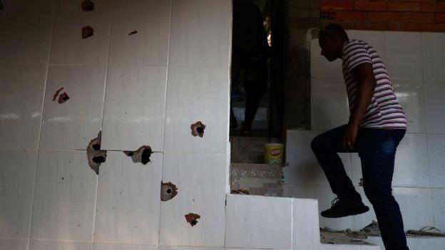 'O inaceitável é que tenha tiroteio todo dia e a sociedade não está nem aí', diz ex-comandante da PM. (Foto: Reuters)