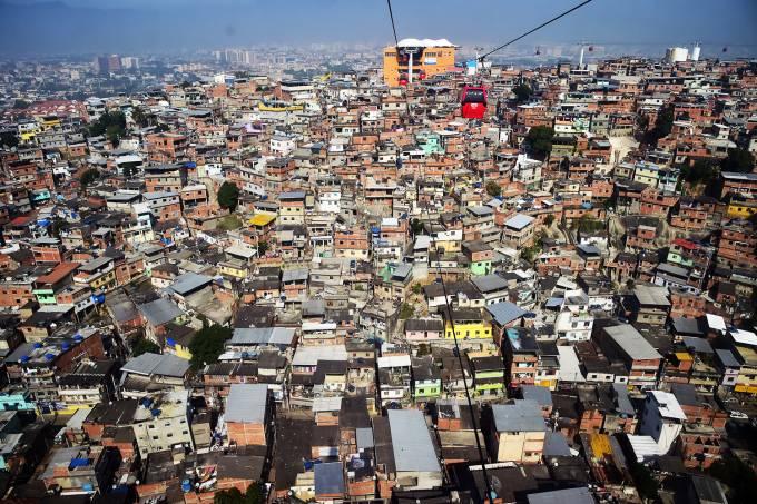 Vista aérea do Complexo do Alemão, no Rio de Janeiro (RJ) (Giuseppe Cacace/AFP)