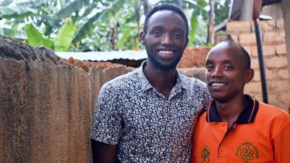 Mugabo e Tuyishimire estavam com medo de voltar para casa — Foto: BBC