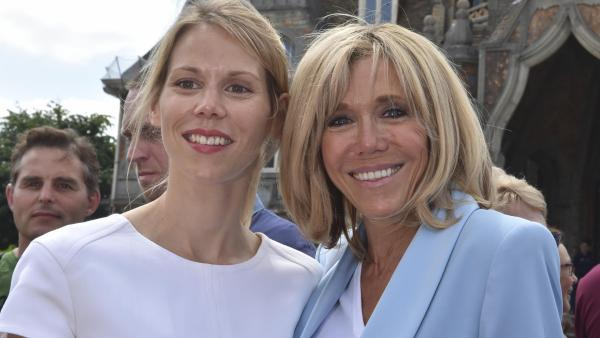 Tiphaine Auzière, ao lado da mãe Brigitte Macron, durante campanha presidencial. A filha da primeira-dama francesa raramente aparece na mídia Philippe HUGUEN / AFP