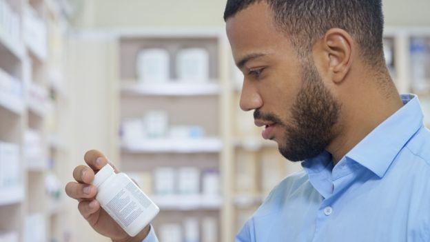 GETTY IMAGES Image caption Apesar de décadas de pesquisa, a pílula masculina ainda está longe de chegar às prateleiras