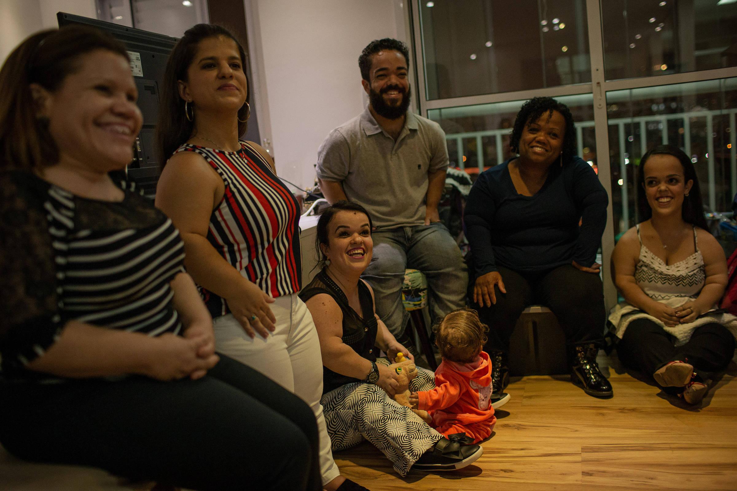 """Reunião, em São Paulo, de integrantes da primeira associação nacional """"independente"""" de defesa de pessoas com nanismo - Foto: Bruno Santos/ Folhapress"""