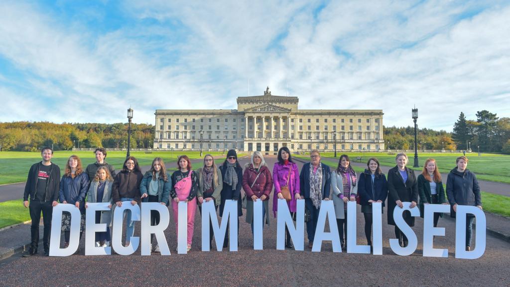 O aborto e o casamento gay entraram em vigor nesta terça-feira (22) na província britânica da Irlanda do Norte. (Foto; SIMON GRAHAM/AMNESTY INTERNATIONAL/via REUTERS)