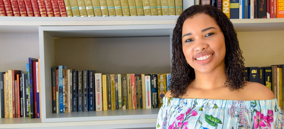 Jornalista pernambucana lança livro-reportagem sobre mulheres negras que atuam nas profissões mais valorizadas do país