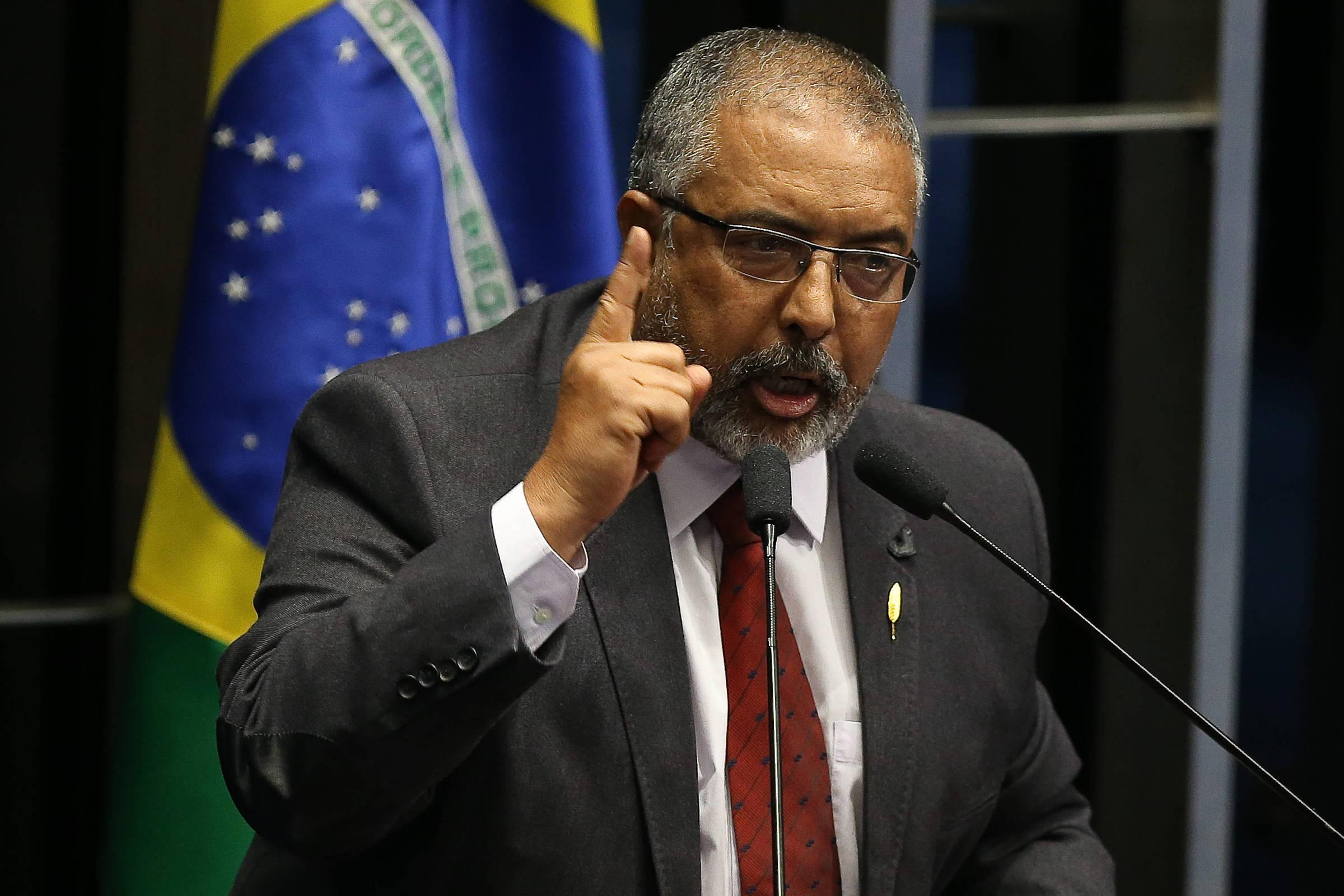 O senador Paulo Paim (PT-RS) em sessão no Congresso, em Brasília - Alan Marques - 13.dez.16/Folhapress