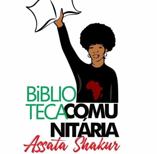 Ilustração de uma mulher negra segurando um livro na mão direita