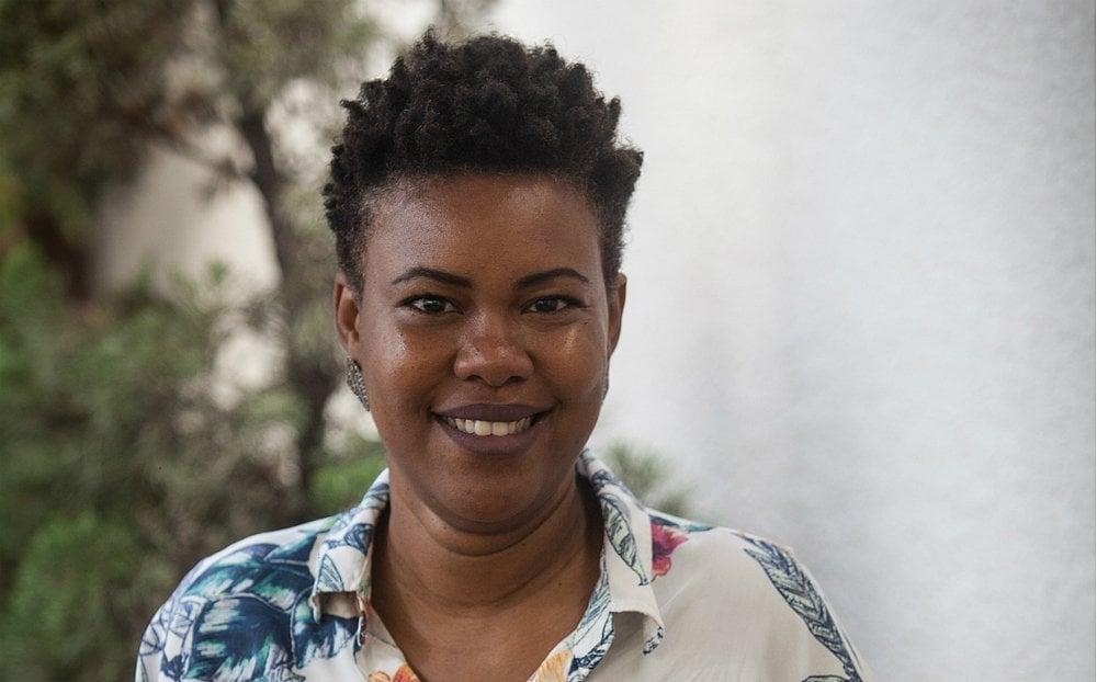 A pesquisadora Juliana Yade destaca como as organizações não governamentais são importantes para capacitar e fortalecer os jovens negros no Brasil (foto:Divulgação)