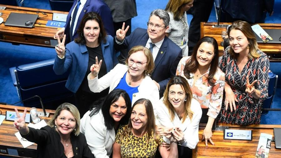 Senadoras comemoram aprovação da PEC na noite de hoje Imagem: Ascom Simone Tebet