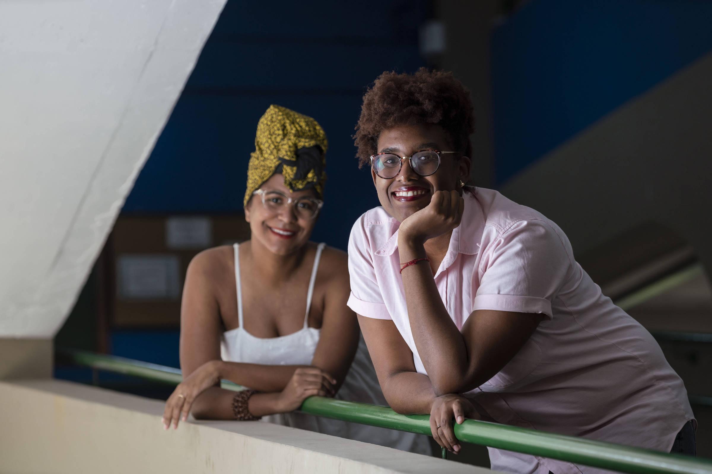 Sharah Luciano, 23, de rosa, e Daiane de Medeiros, 28, que apresentarão estudo em Harvard - Ricardo Borges/Folhapress