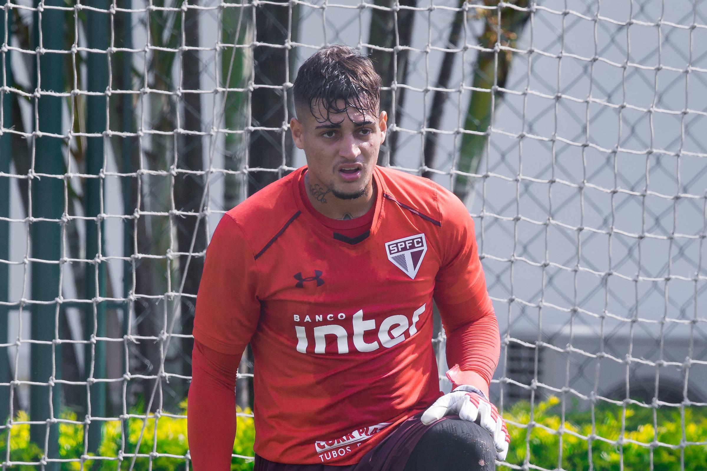O goleiro Jean, que veio do Bahia, durante treino no São Paulo - Ronny Santos - 5.fev.2018/Folhapress