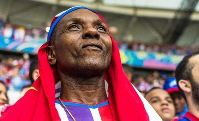 Bahia honra sangue negro e assume ponta contra elitização do futebol