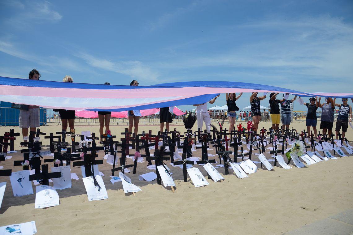 Rio de Janeiro - Manifesto realizado na praia de Copacabana lembra as vítimas da transfobia no Brasil. (Tomaz Silva/Agência Brasil)