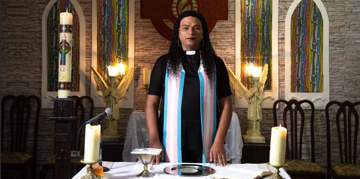 Pastora trans no altar não é pecado. É divindade e sopro de fé