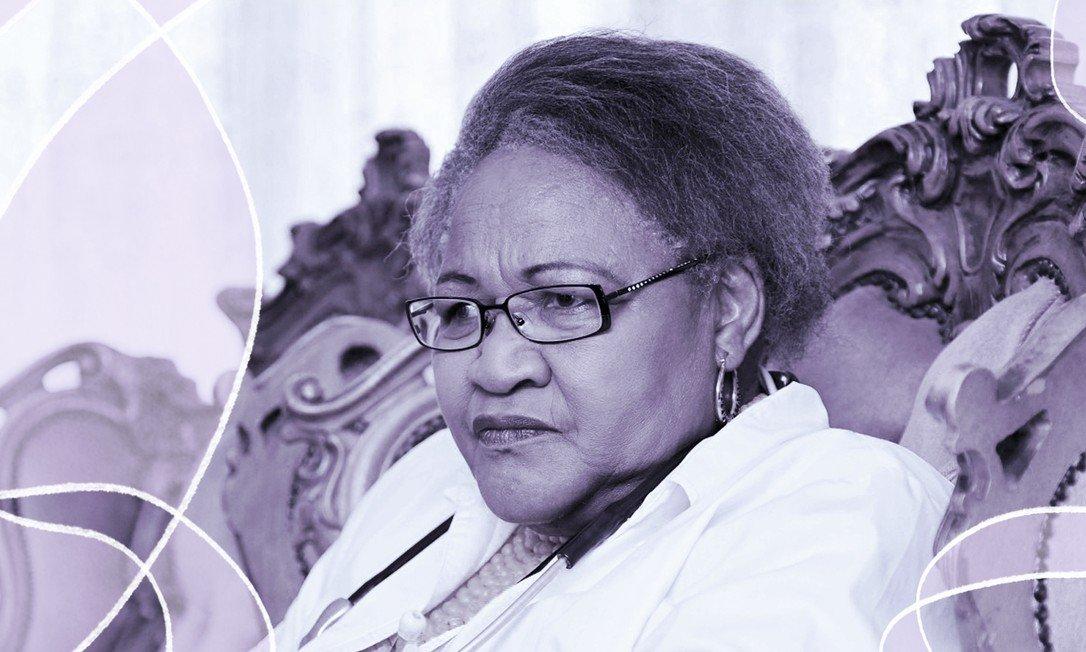Há 30 anos a médica Mamisa Chabula-Nxiweni, de 72 anos, atua no atendimento de meninos que tiveram danos causados por circuncisões malfeitas Foto: AFP