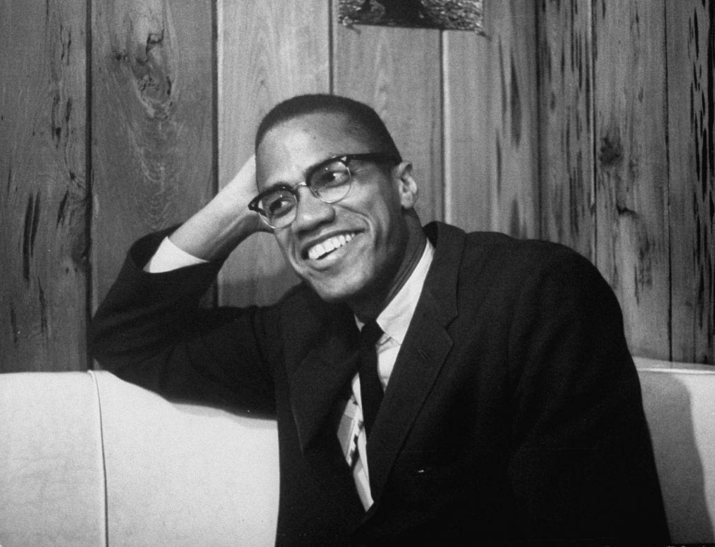 Foto em preto e branco de Malcolm X