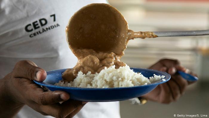 É difícil saber quantos desses alunos dependem da merenda como principal refeição do dia.
