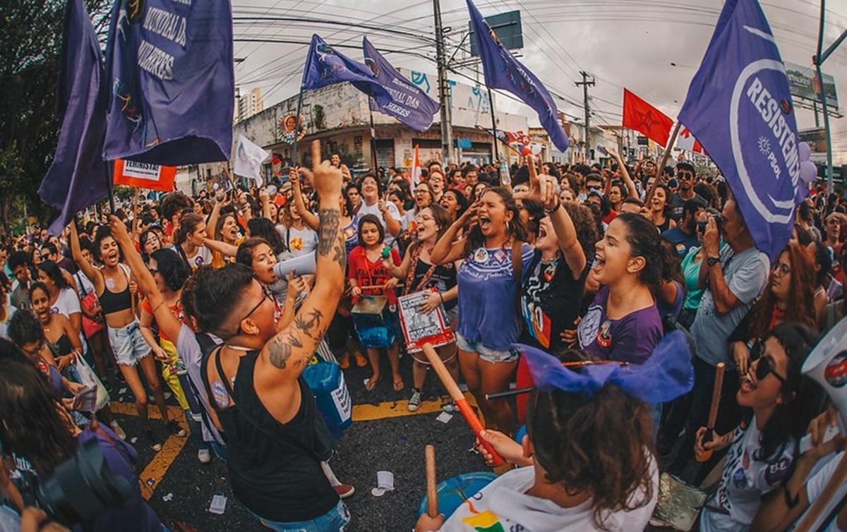 Em 2020, os protestos do '8M' ganham também um caráter de repúdio aos protestos convocados por Jair Bolsonaro para o dia 15 de março (Imagem retirada do site