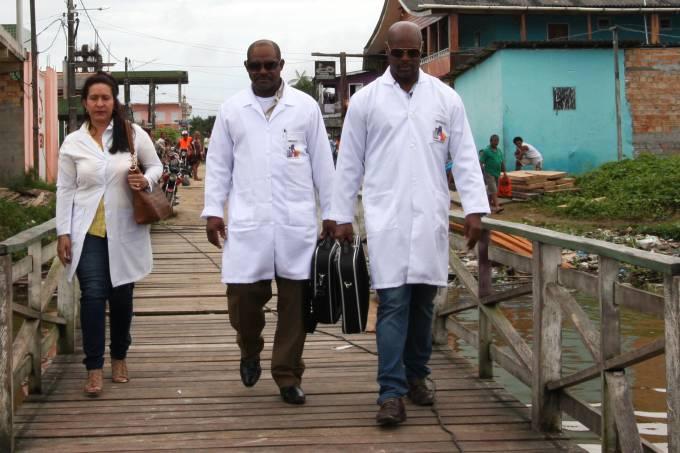 Médicos cubanos a serviço do programa Mais Médicos, no estado do Pará, Ilha do Marajó cidade de Breves em 2015 PAHO/Flickr