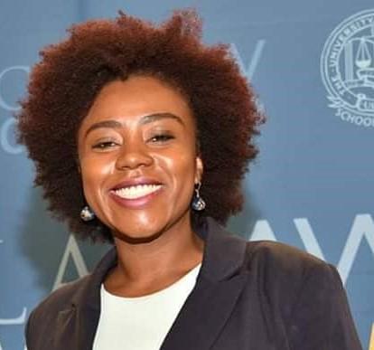 Advogada, ativista do movimento de mulheres negras e de direitos humanos e ensaísta nas horas vagas.
