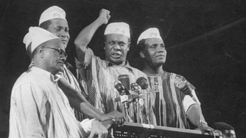 Nkrumah e partidários em discurso - Getty Images