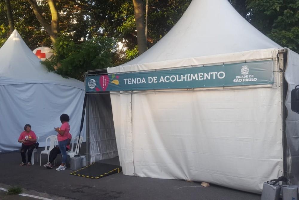 Tenda de acolhimento de mulheres e LGBTs instalada na Avenida Hélio Pellegrino, na Zona Sul de SP. — Foto: Rodrigo Rodrigues/G1
