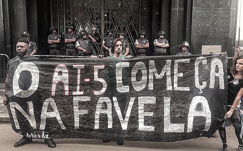 Moradores contestam a versão, e a Corregedoria não confirmou que disparos teriam sido feitos por bandidos - Igor Carvalho