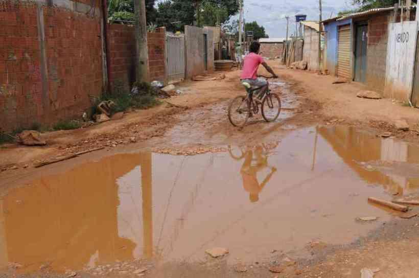 Problema crônico, falta de saneamento básico assola o país. Cem milhões de pessoas não têm coleta e tratamento de esgoto, diz Renata Ruggiero, diretora da Iguá Saneamento (foto: Carlos Moura/CB/D.A Press)