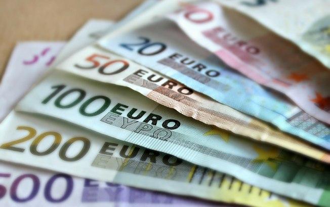 Brasileiros que trabalham fora do país têm direito a auxílios financeiros bem maiores (Imagem: Pixabay)