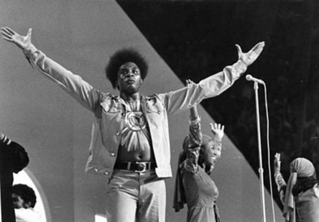 Tony Tornado durante o V Festival Internacional da Canção, em 1970. Foto: Arquivo / Estadão