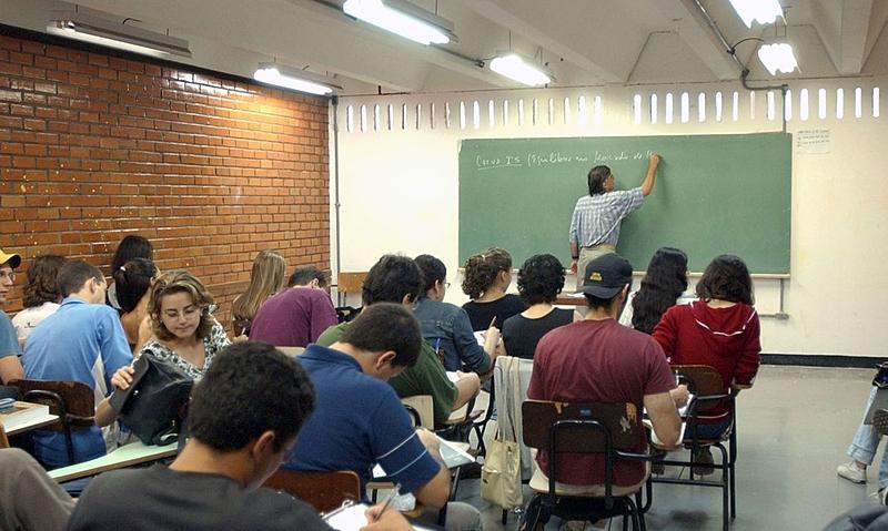 Quatro parcelas poderão ser suspensas para os contratos em fase de amortização - Foto: Arquivo/Agência Brasil