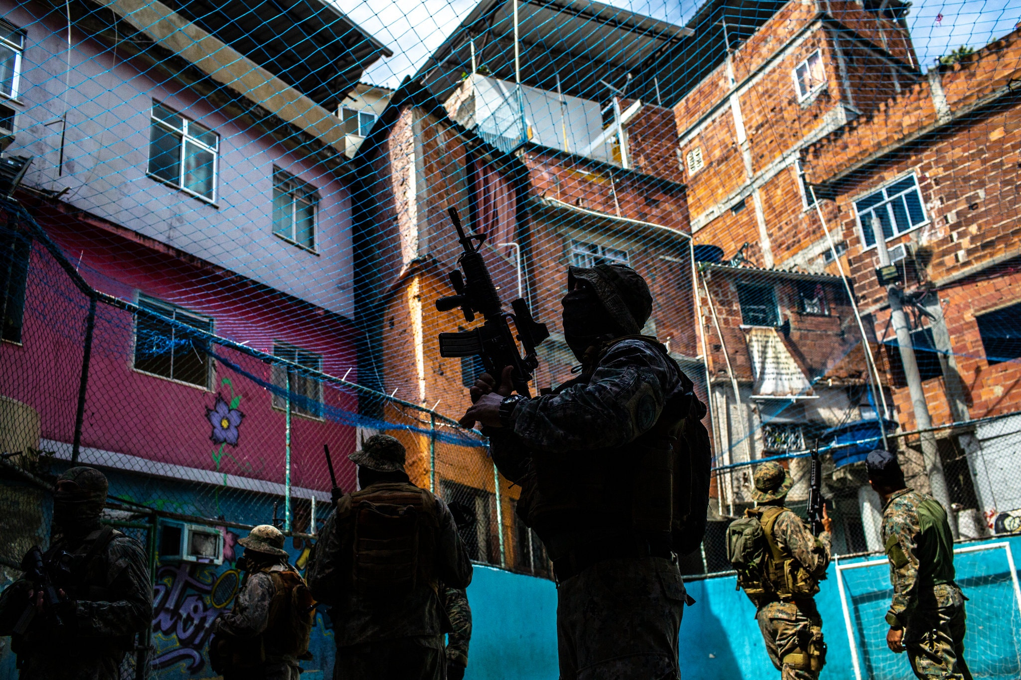 Polícia de operações especiais em uma favela no Rio de Janeiro (Foto: Dado Galdieri)