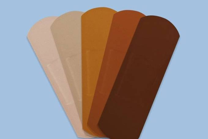 Band-Aid: empresa irá oferecer diversas cores para todos os tipos de tons de pele (Foto: Reprodução/ Instagram @bandaidbrand )