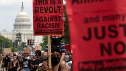 Os movimentos sociais que estão pedindo o fim do racismo nos EUA estão gerando a reação de grandes corporações contra o Facebook (Crédito: AFP)